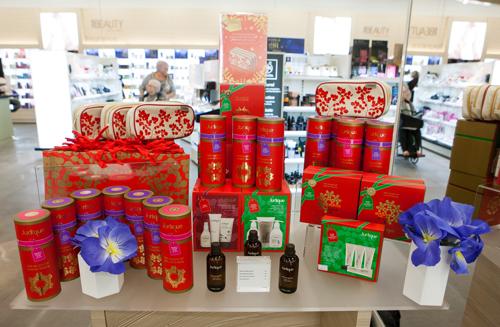 Seasonal gifting display